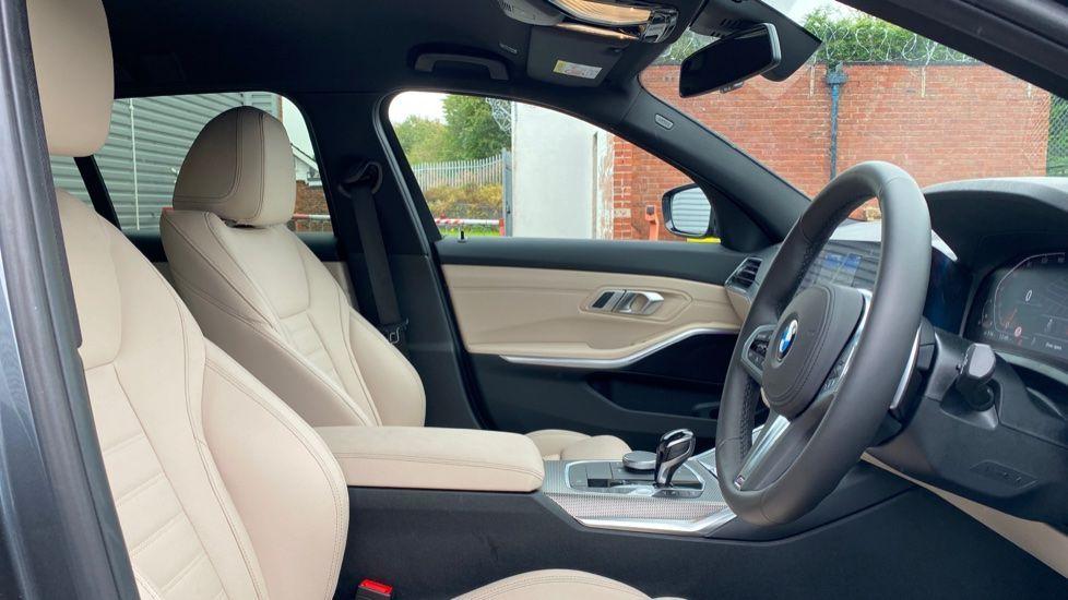 Image 11 - BMW 320i M Sport Touring (YG20JJV)