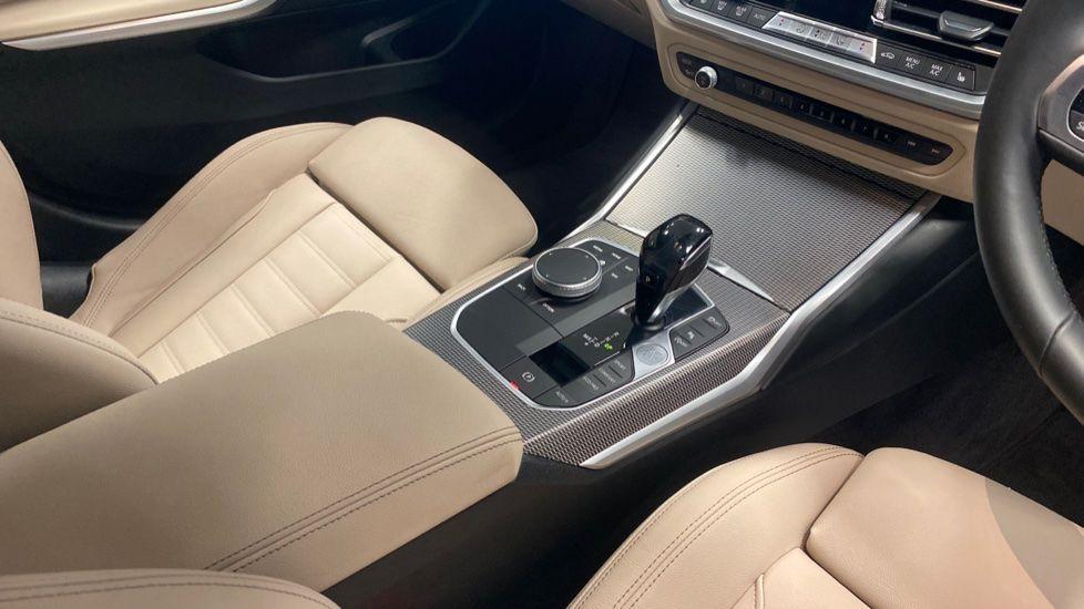 Image 10 - BMW 320i M Sport Touring (YG20JLV)