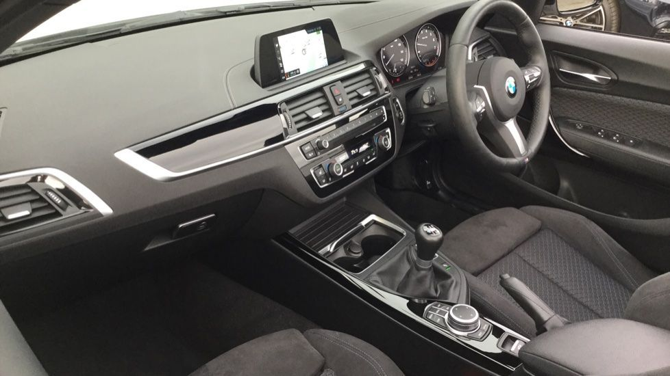 Image 12 - BMW 218i M Sport Convertible (YK68CXD)