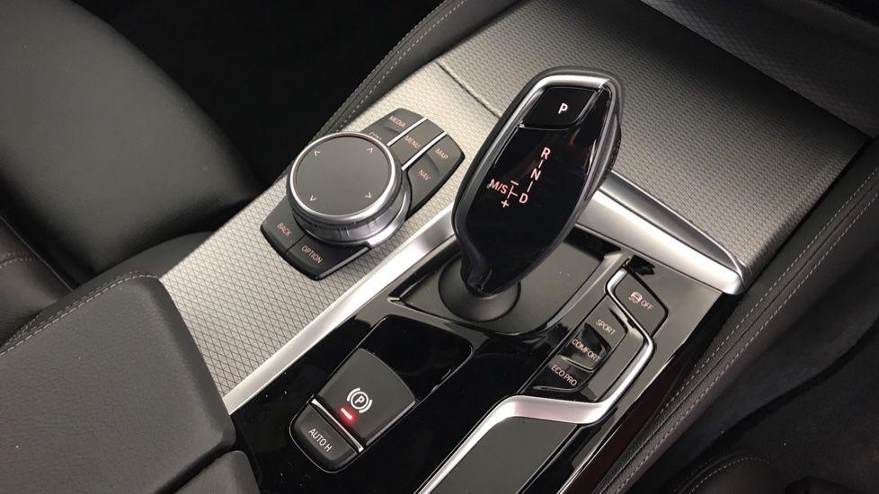 Image 10 - BMW 520d M Sport Touring (YL69UCE)