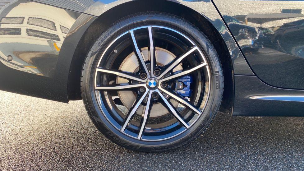 Image 14 - BMW 320d M Sport Saloon (YD69BBT)