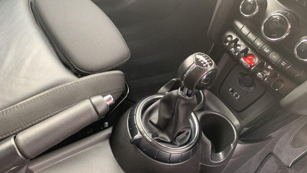 Image 10 - MINI Hatch (CX66GVA)