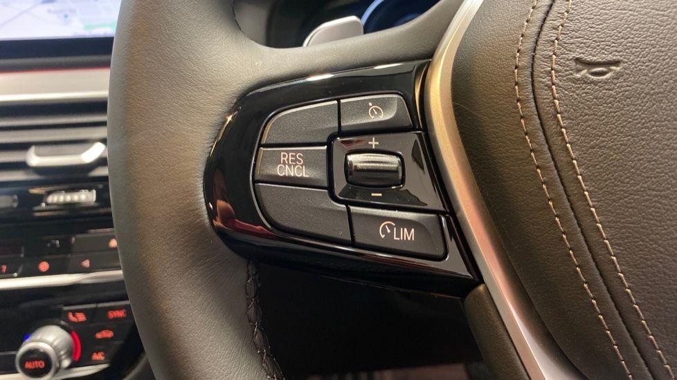 Image 17 - BMW 520d SE Touring (YC20VWA)