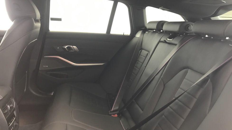 Image 12 - BMW 320d M Sport Touring (YG20CKP)