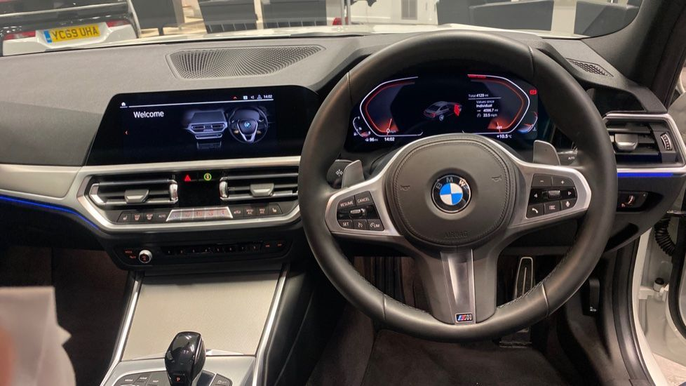 Image 8 - BMW 320i M Sport Saloon (PK20JWA)