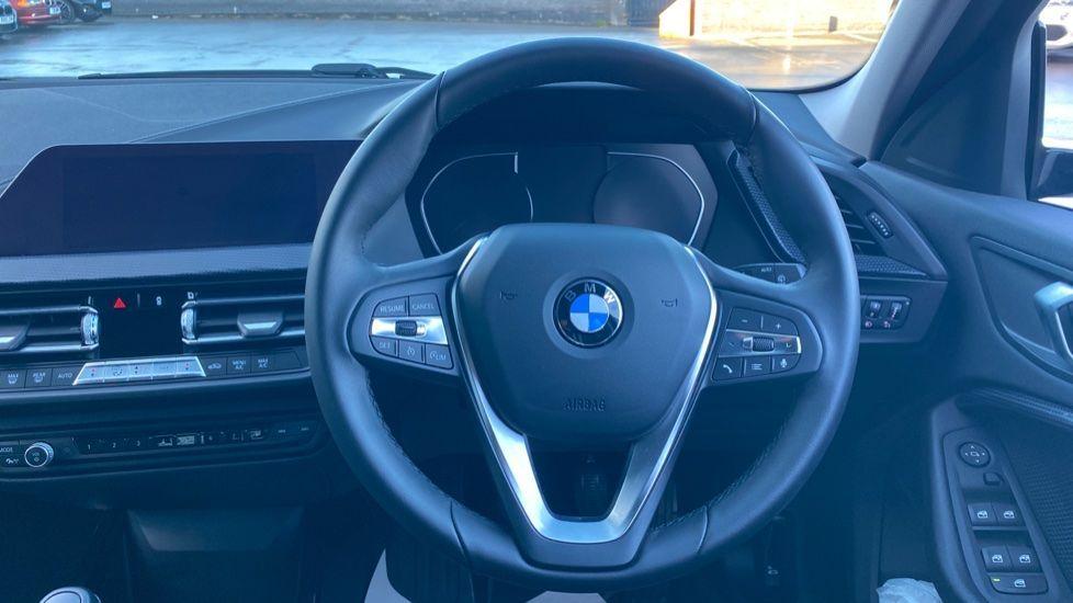 Image 8 - BMW 118i Sport (YF69HKN)