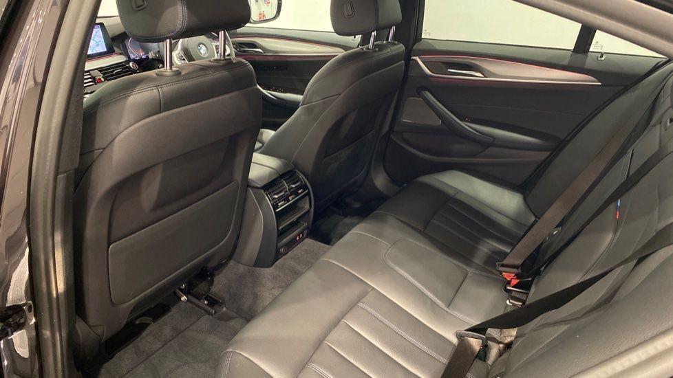 Image 12 - BMW 520d M Sport Saloon (YA69FKW)