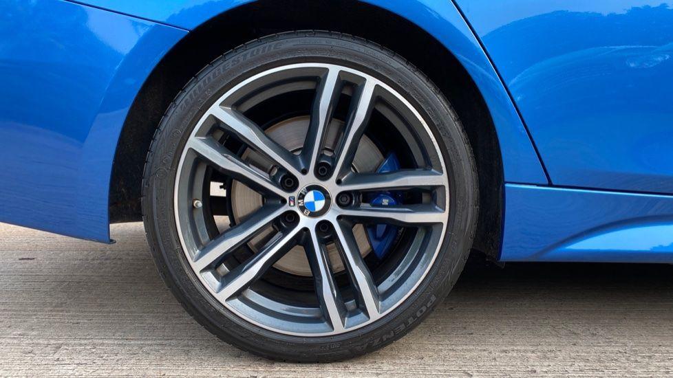 Image 14 - BMW 320i xDrive M Sport Shadow Edition Saloo (YB67KFC)
