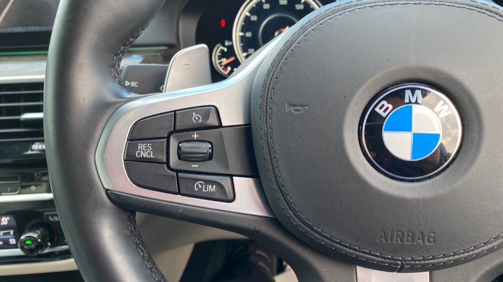 Image 17 - BMW 530e M Sport iPerformance Saloon (KE67DZL)
