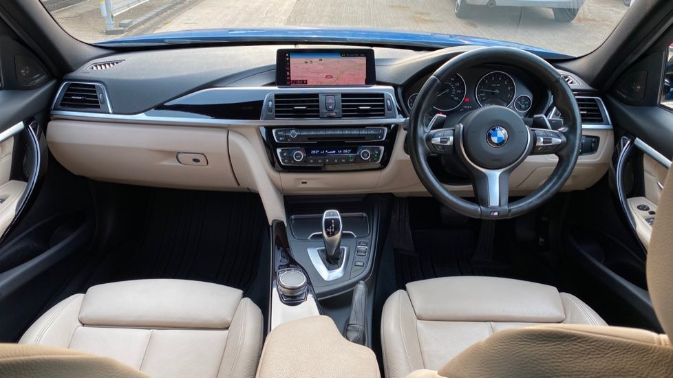 Image 4 - BMW 320i xDrive M Sport Shadow Edition Saloo (YB67KFC)