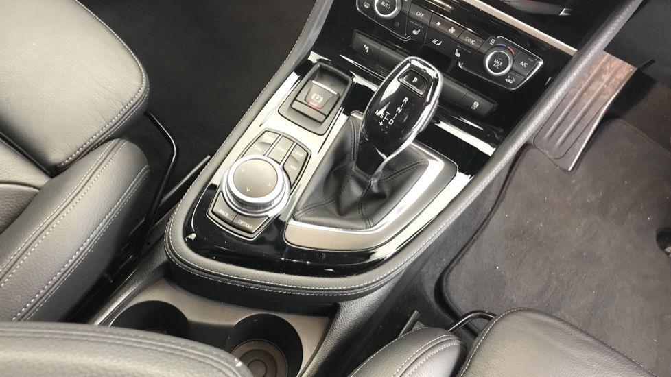 Image 10 - BMW 218i Sport Gran Tourer (YL69HNZ)