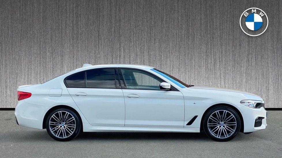 Image 3 - BMW 520i M Sport Saloon (YE69FDM)