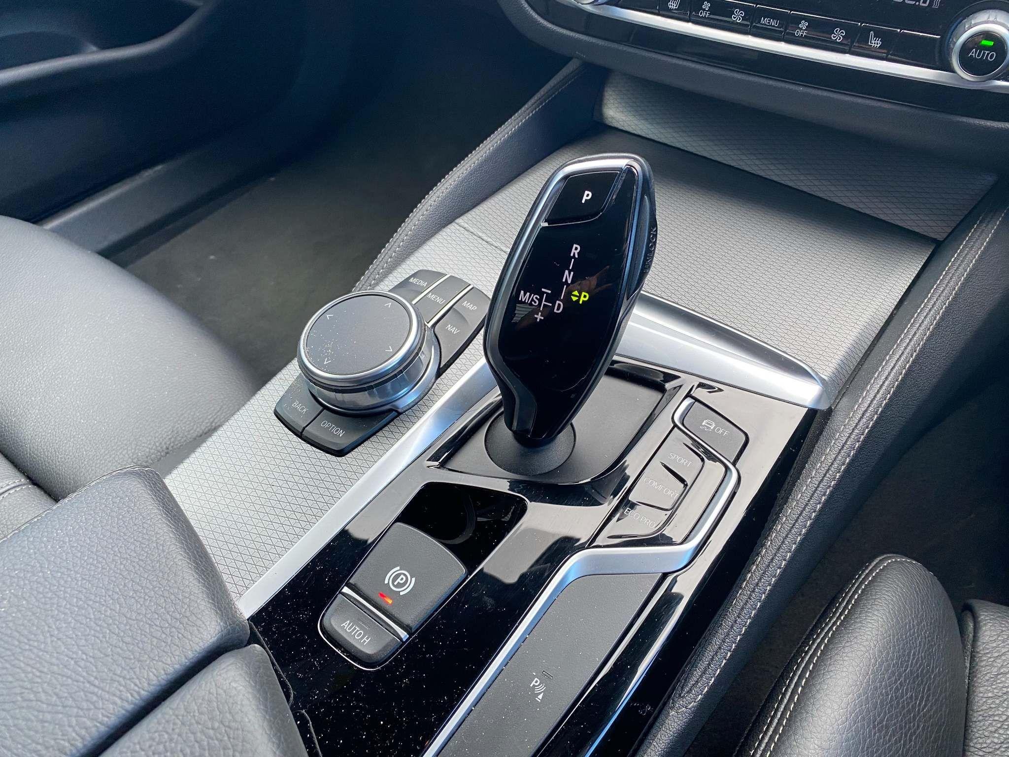 Image 17 - BMW 520d M Sport Saloon (MT67UPS)