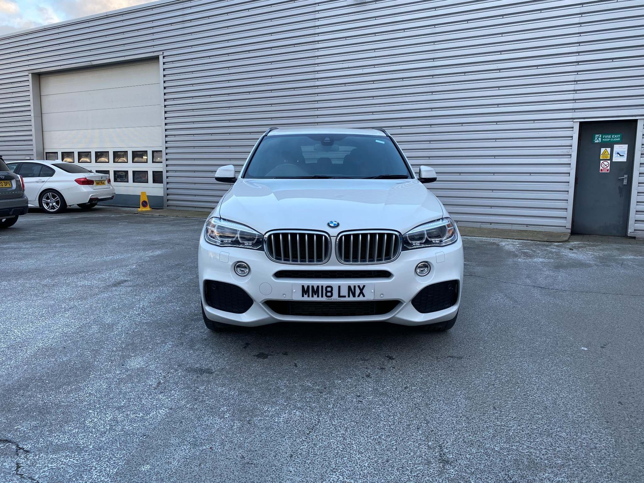 Image 4 - BMW xDrive40d M Sport (MM18LNX)