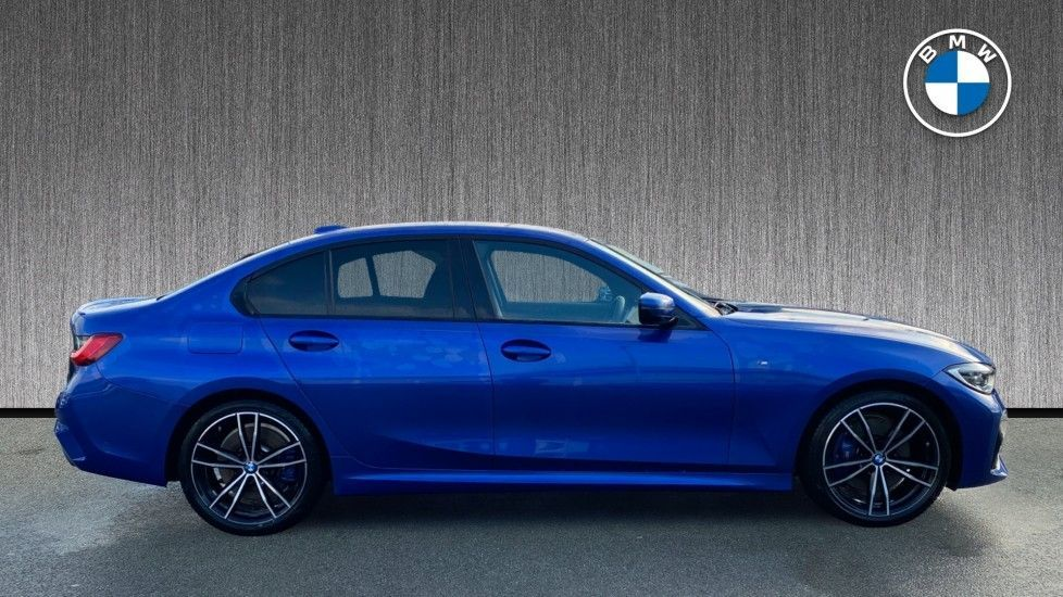Image 3 - BMW 320d M Sport Saloon (YK69SST)