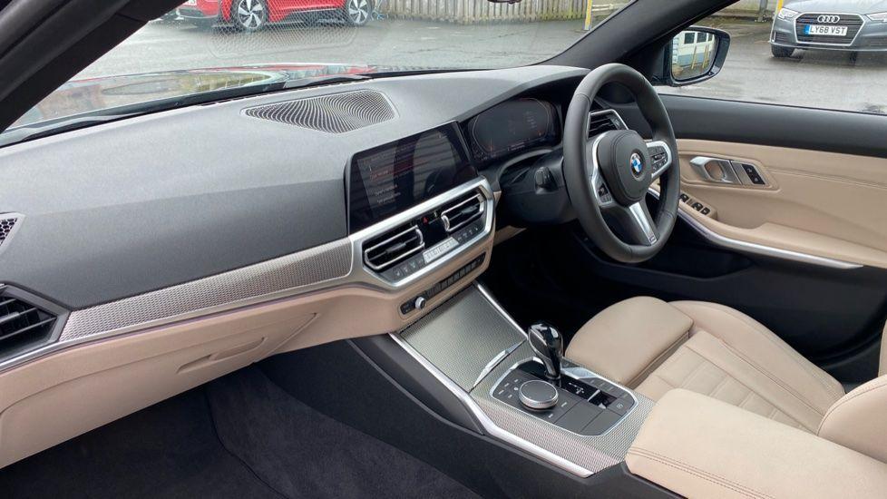 Image 6 - BMW 320i M Sport Touring (YG20JJV)