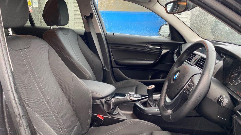 Image 11 - BMW 118d Sport 5-Door (NL67GSV)