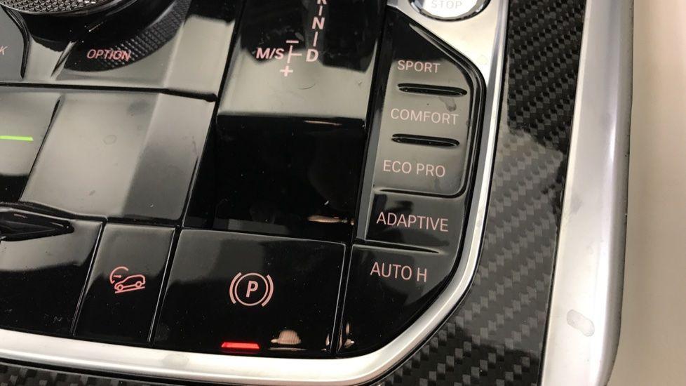 Image 19 - BMW xDrive40i M Sport (YF69MVJ)