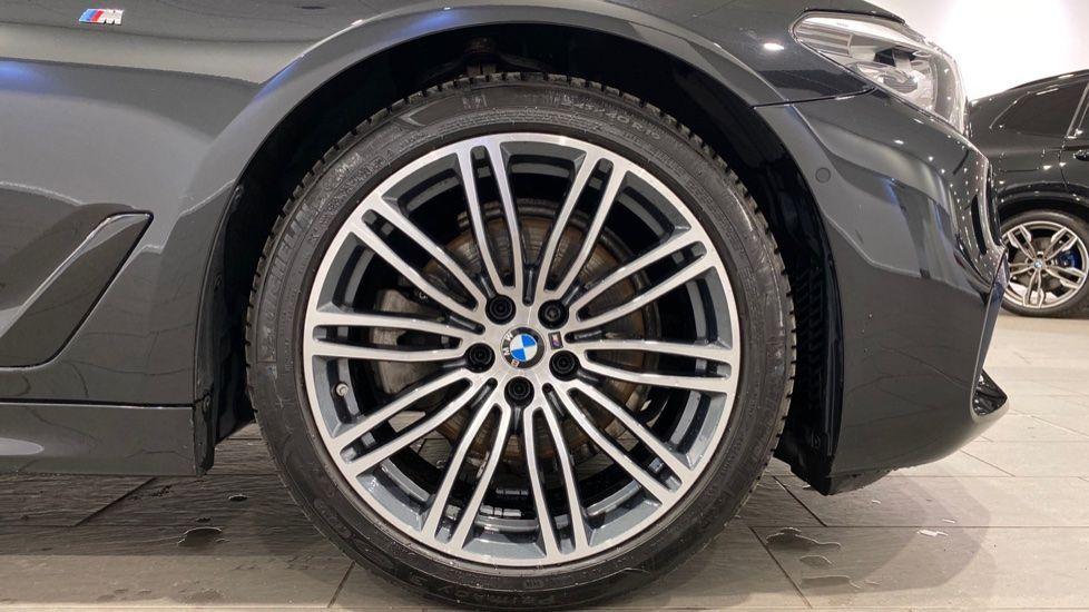 Image 14 - BMW 520i M Sport Saloon (YG69GGE)