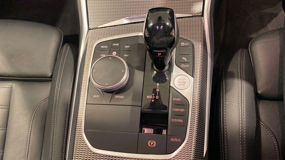 Image 6 - BMW 318d M Sport Saloon (YB69WNC)