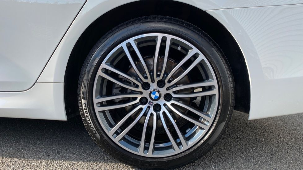 Image 14 - BMW 520i M Sport Saloon (YE69FDM)