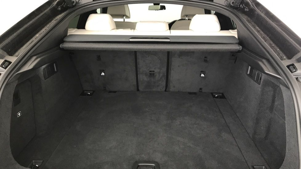Image 13 - BMW xDrive40i M Sport (YF69MVJ)