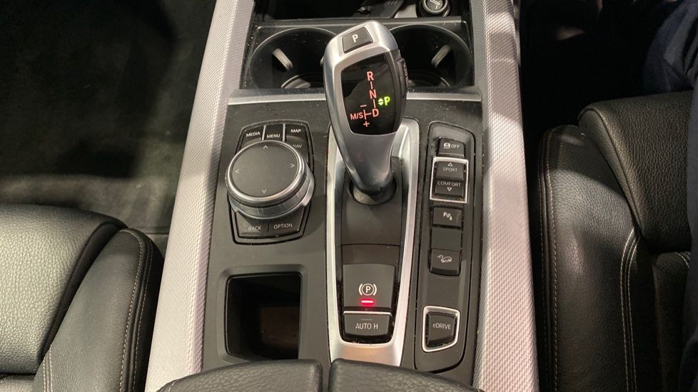 Image 6 - BMW xDrive40e M Sport (LG67FMY)