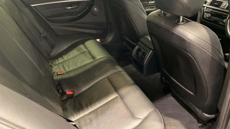 Image 28 - BMW 330d M Sport Saloon (MM17UNE)