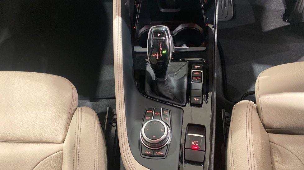 Image 6 - BMW xDrive18d M Sport (DE70OYV)