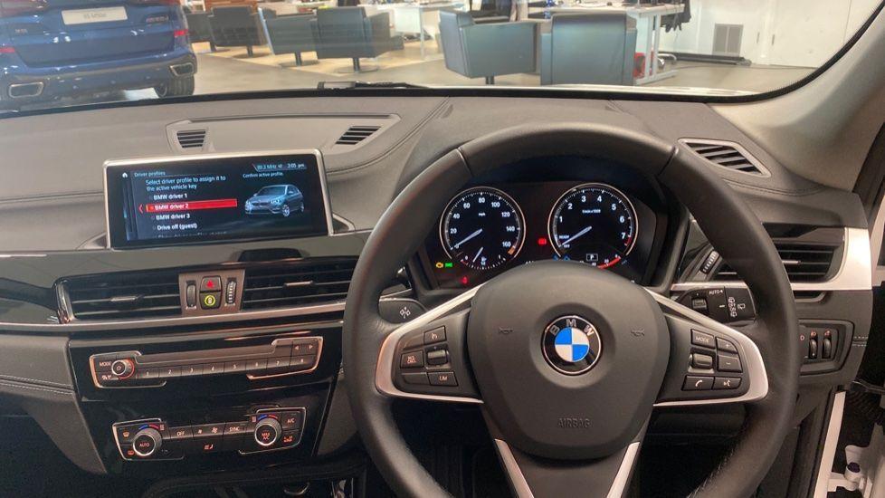 Image 8 - BMW sDrive18i Sport (YH20PYY)