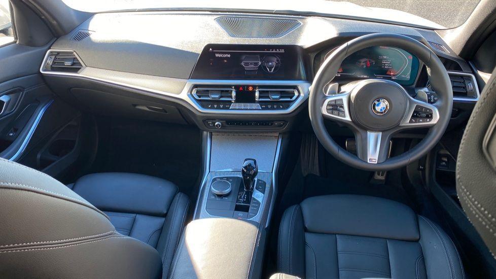 Image 4 - BMW 320i M Sport Touring (YG20DHF)