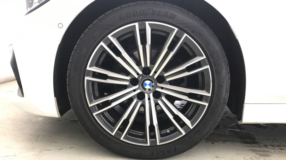 Image 14 - BMW 320d M Sport Saloon (YA69AWP)