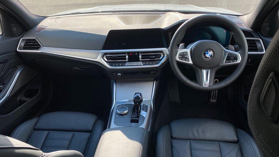 Image 4 - BMW 330e M Sport Saloon (YG69FFL)