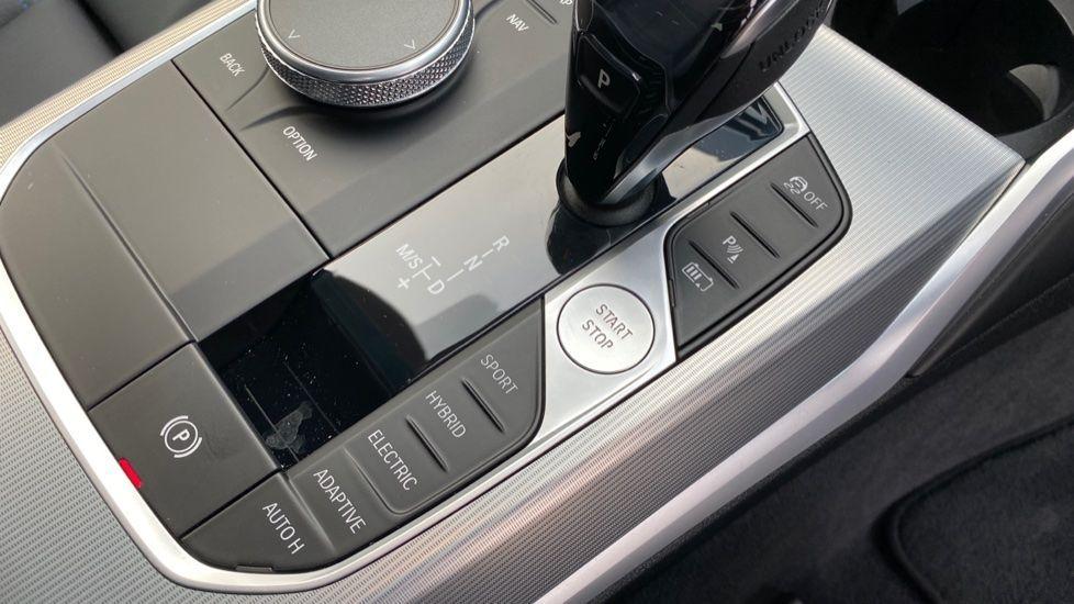 Image 19 - BMW 330e M Sport Touring (MA70HOH)
