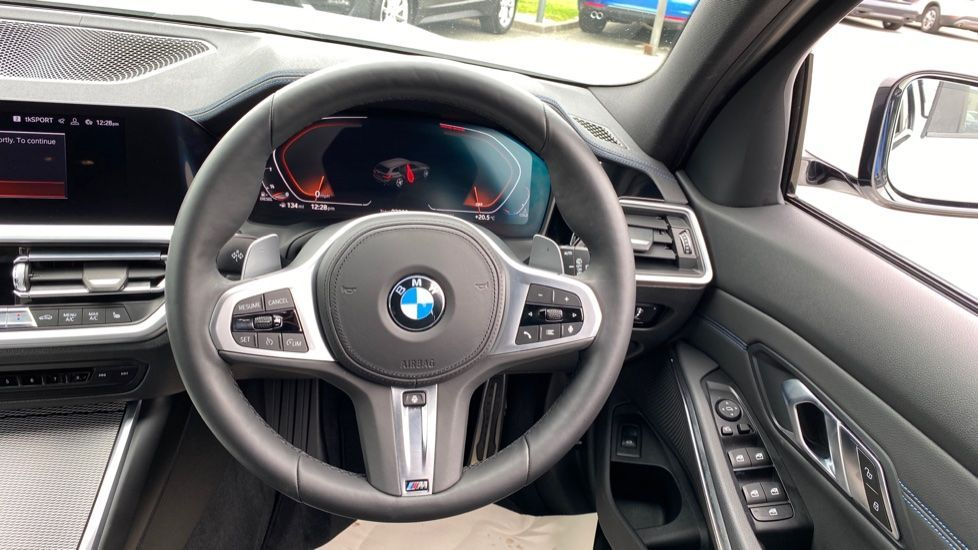 Image 8 - BMW 320d xDrive M Sport Touring (YH69GDX)