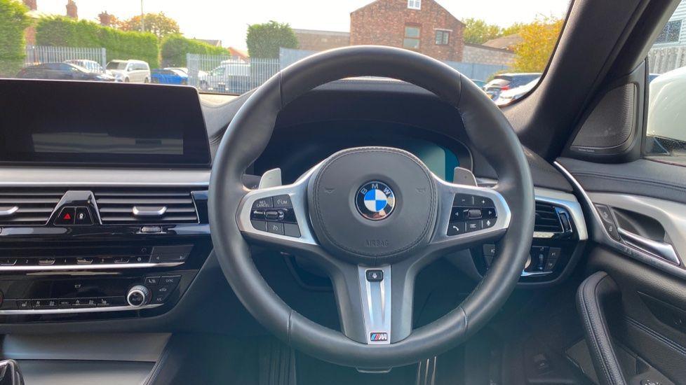 Image 8 - BMW 520i M Sport Saloon (YE69FDM)