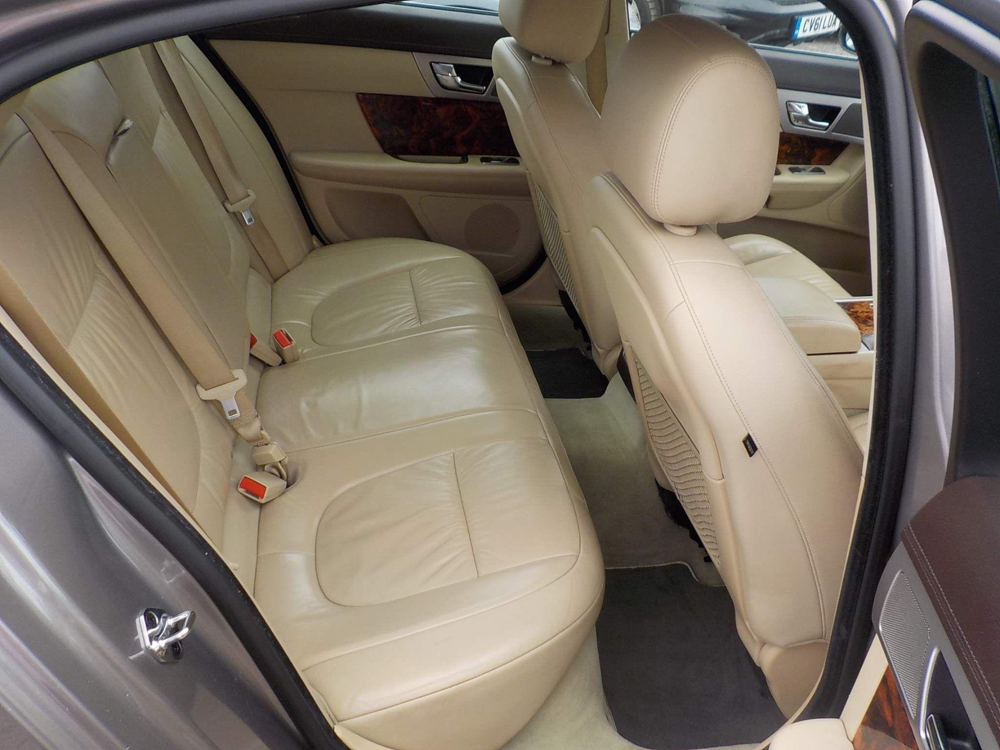 Jaguar XF 2.7 TD Luxury 4dr