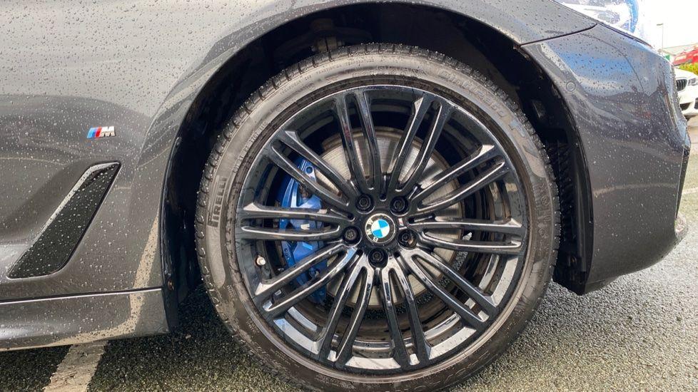 Image 14 - BMW 530e M Sport iPerformance Saloon (KE67DZL)