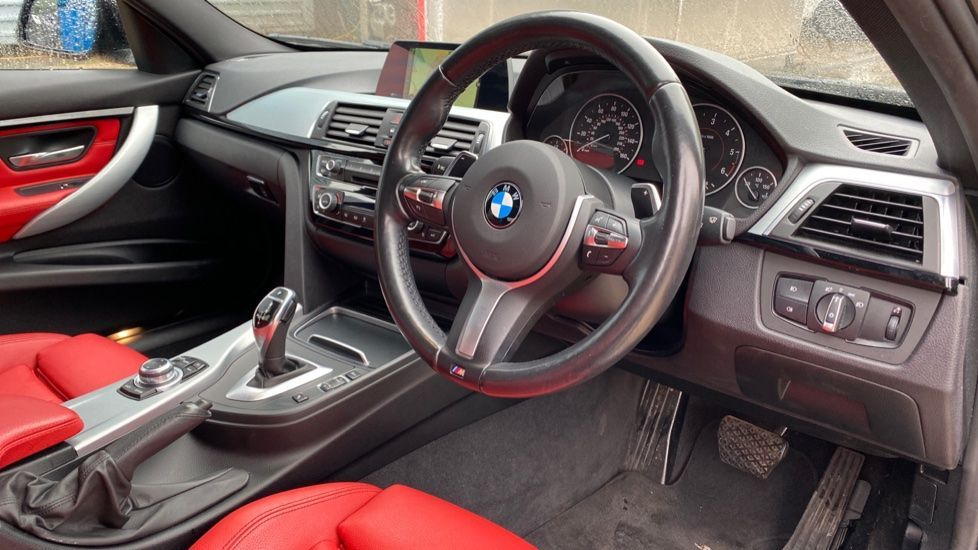 Image 5 - BMW 330d xDrive M Sport Saloon (MJ16GGX)