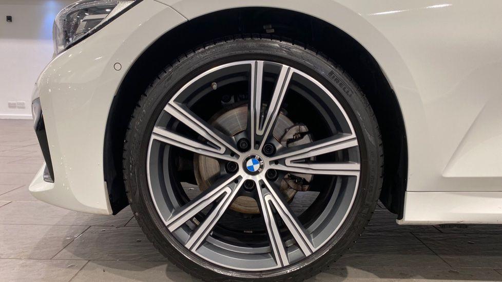 Image 14 - BMW 320i M Sport Touring (YG20DNX)