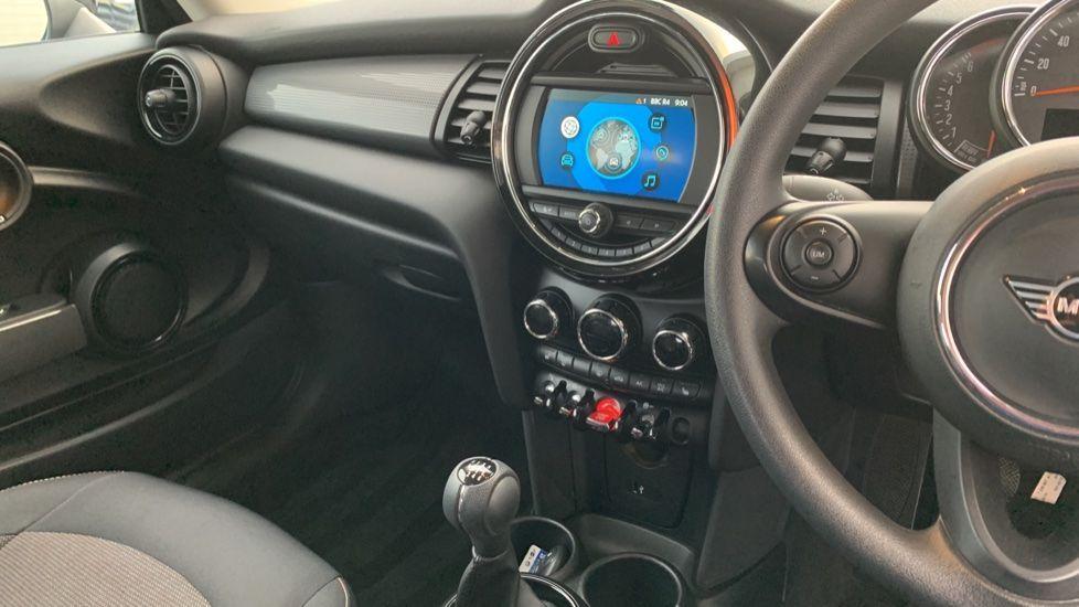 Image 7 - MINI Hatch (CX19JKU)