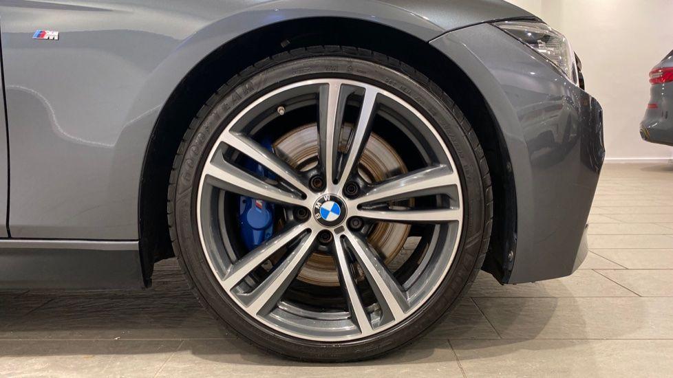 Image 14 - BMW 330d M Sport Saloon (MM17UNE)