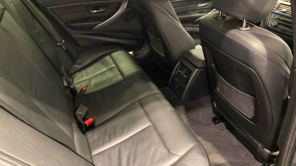 Image 11 - BMW 320d M Sport Saloon (YH13XCG)