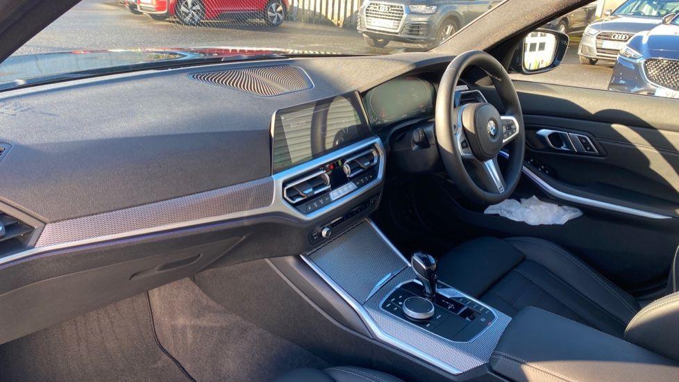 Image 6 - BMW 320d M Sport Saloon (YD69BBT)