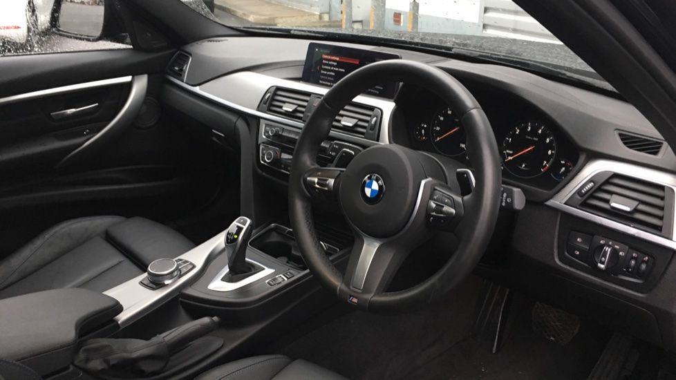 Image 16 - BMW 320i M Sport Shadow Edition Touring (YC19SNJ)