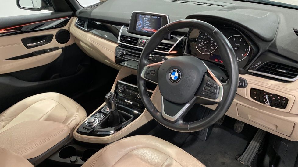 Image 4 - BMW 216d Luxury Active Tourer (DC65GBY)