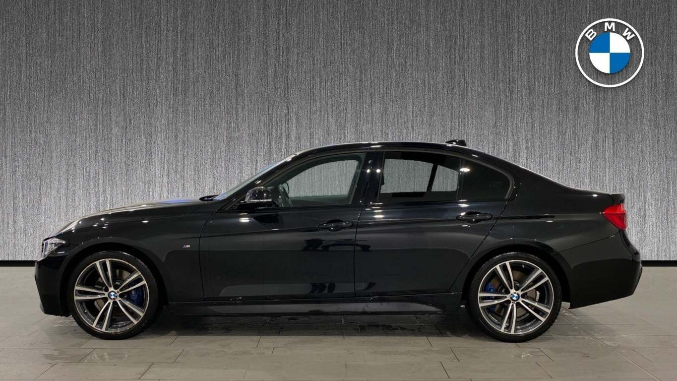 Image 3 - BMW 320d M Sport Saloon (ML67AOU)