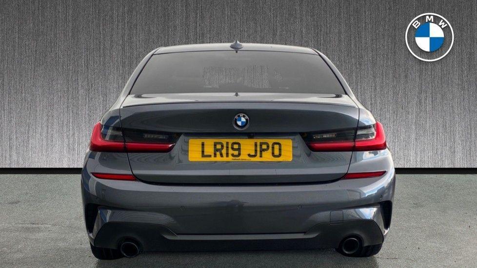 Image 15 - BMW 320i M Sport Saloon (LR19JPO)