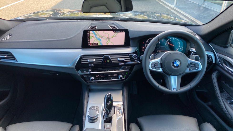 Image 4 - BMW 520i M Sport Saloon (YK69GDN)