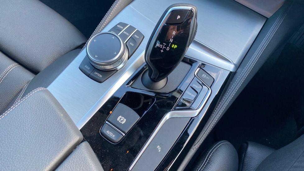 Image 10 - BMW 520i M Sport Saloon (YK69GDN)
